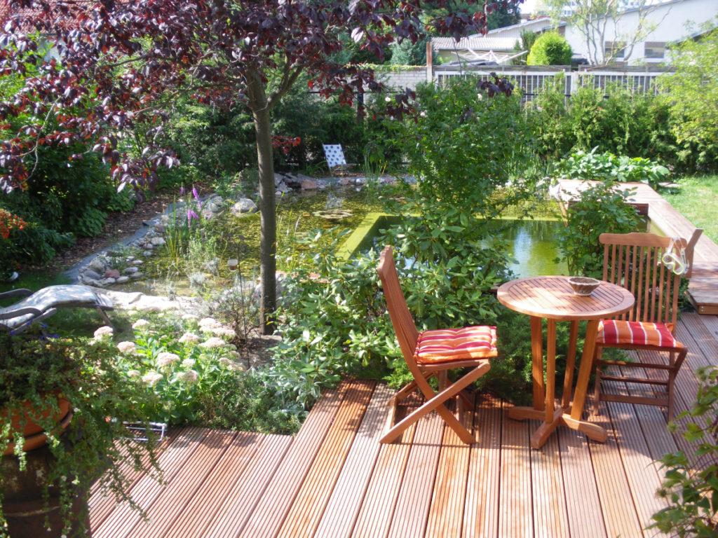 Fertiger Teich mit Terrasse