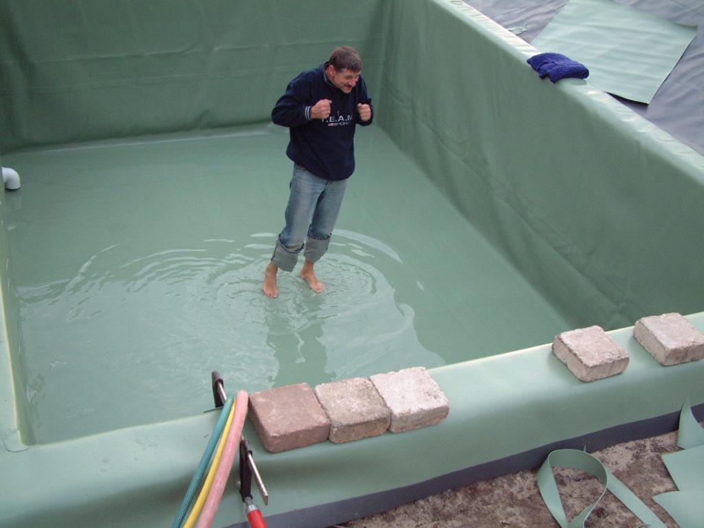 Kneipp-Bad im fertig folierten Teich
