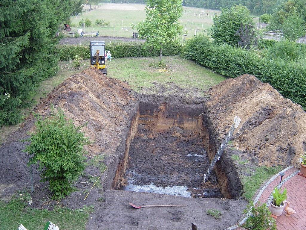 Ausgehobener Teich