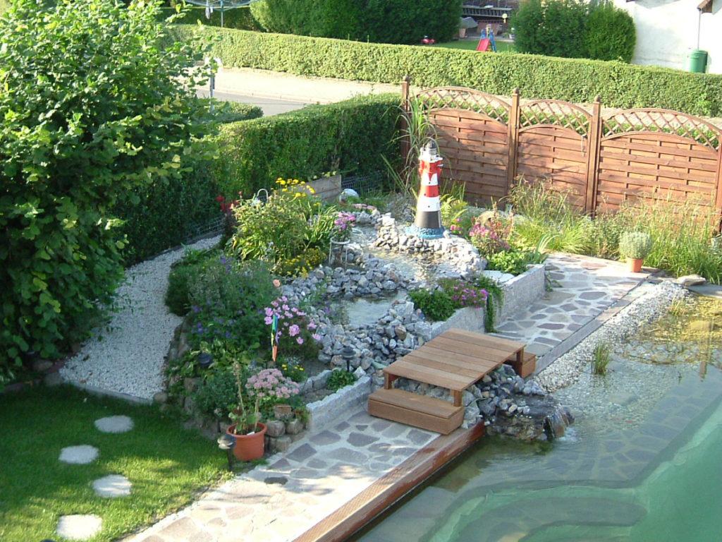 Fertiger Teich mit Garten