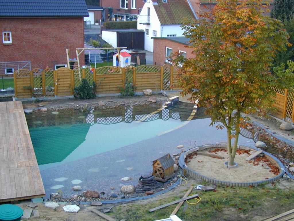 Fertiger Teich inklusive Terrasse