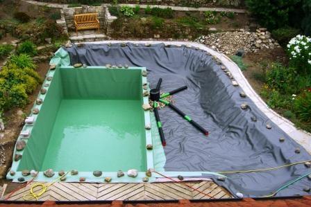 Schwimmteich im Bau